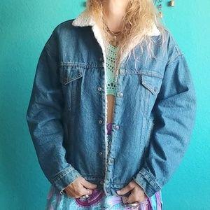 Vintage 90s Ideal Levis Denim Sherpa Lined Jacket!
